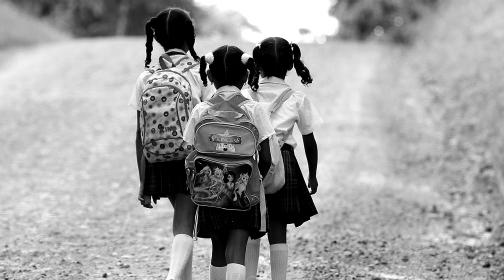 Niños y niñas abusados durante la guerra en Colombia