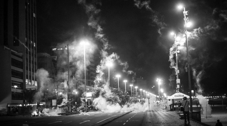 Represión con gases en Brasil