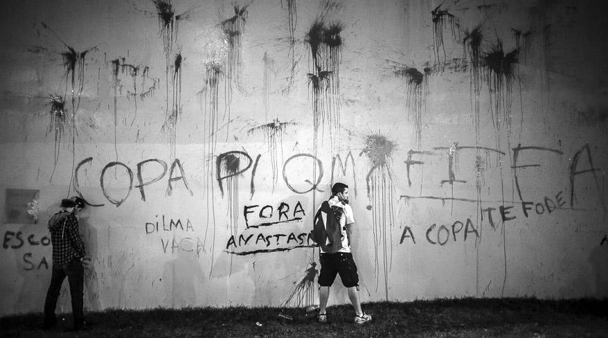 Grafitis anti FIFA en Brasil