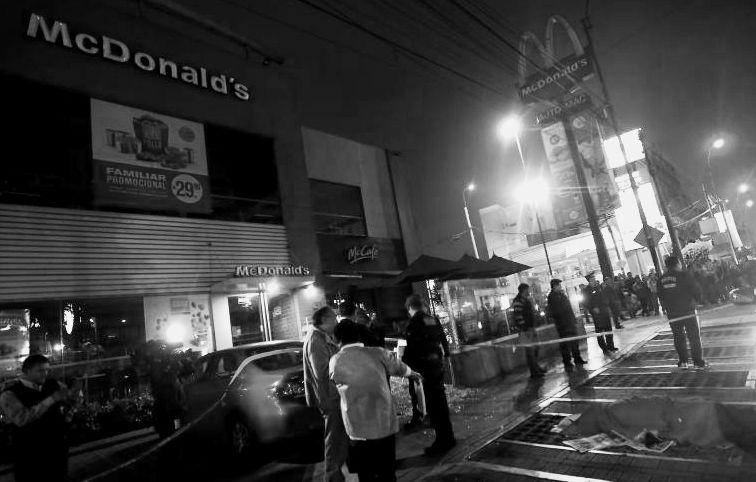 Sicarios matan en el McDonald's de Lima