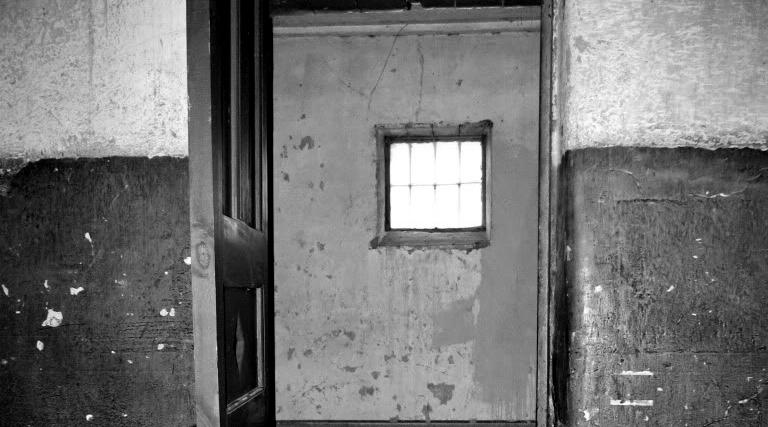 cárcel: celdas solitarias