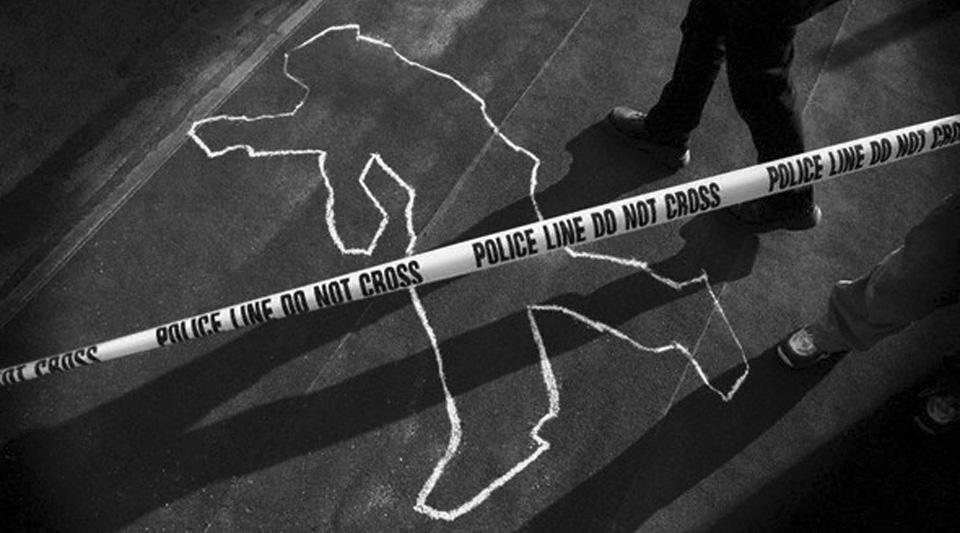 Chalk Outline at Police Crime Scene --- Image by © William Whitehurst/CORBIS