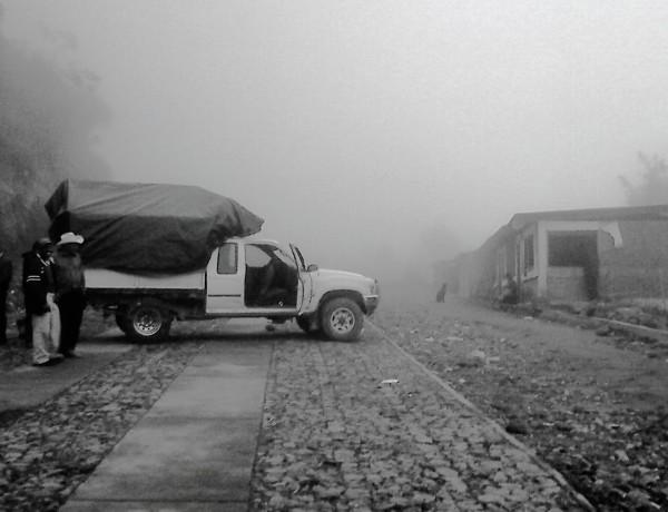 Pie de foto - La frontera entre México y Guatemala, esperando regresar a casa en Sibinal