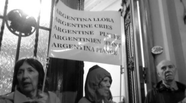 cartel en 5 idiomas