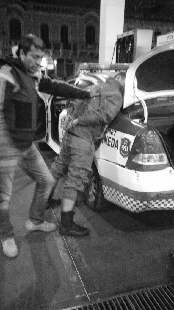 policialocaldetenido
