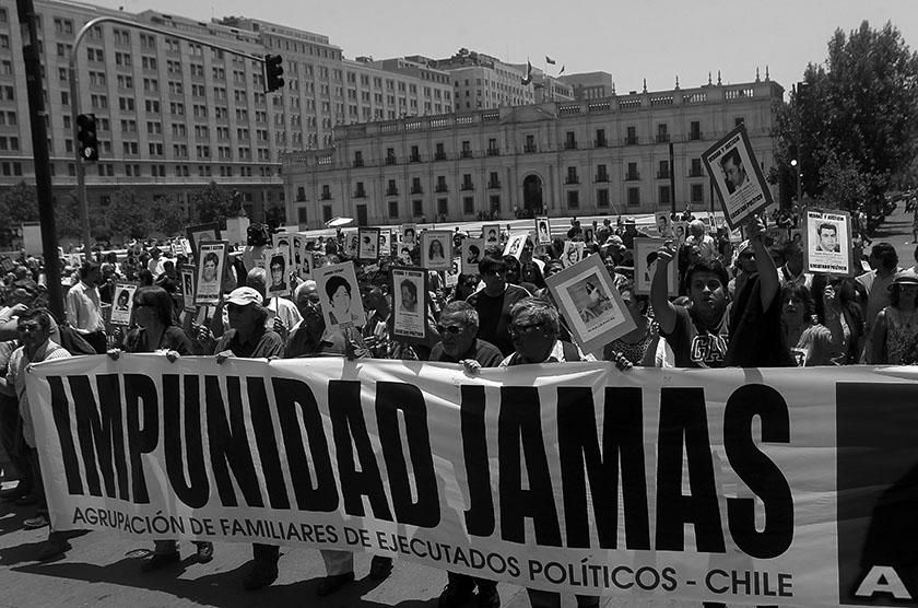 DDHH Marcharon por el frontis del Palacio de La Moneda