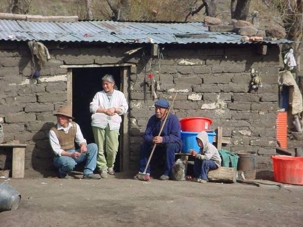 La familia Fermín reconstruyó su casa luego del último desalojo