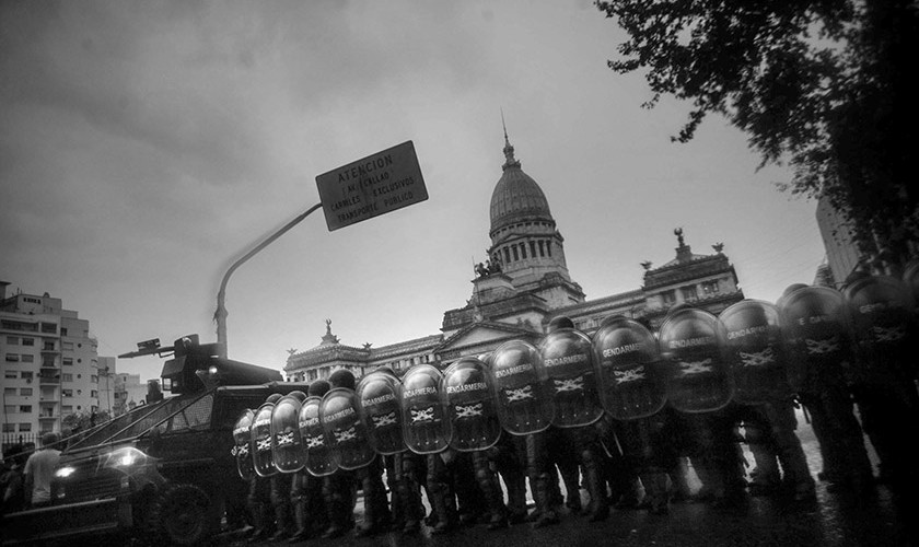 010 Represion congreso
