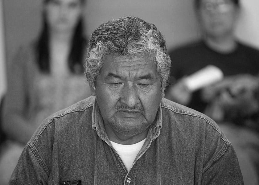 """Viedma - 28/11/2017. Gualberto Solano (padre de Daniel), reunido en la Legislatura de Rio Negro buscando apoyo gubernamental para bajar al """"Jaguel"""". Foto: Pablo Leguizamon"""