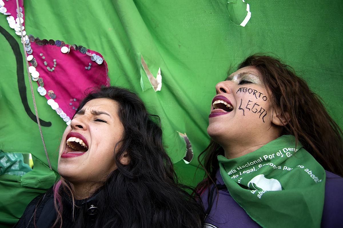 Vigilia de mujeres durante el tratamiento del proyecto para legalización del aborto en la Cámara de Diputados de la Nación.13 y 14 de junio de 2018. Foto: Paola Olari Ugrotte.-