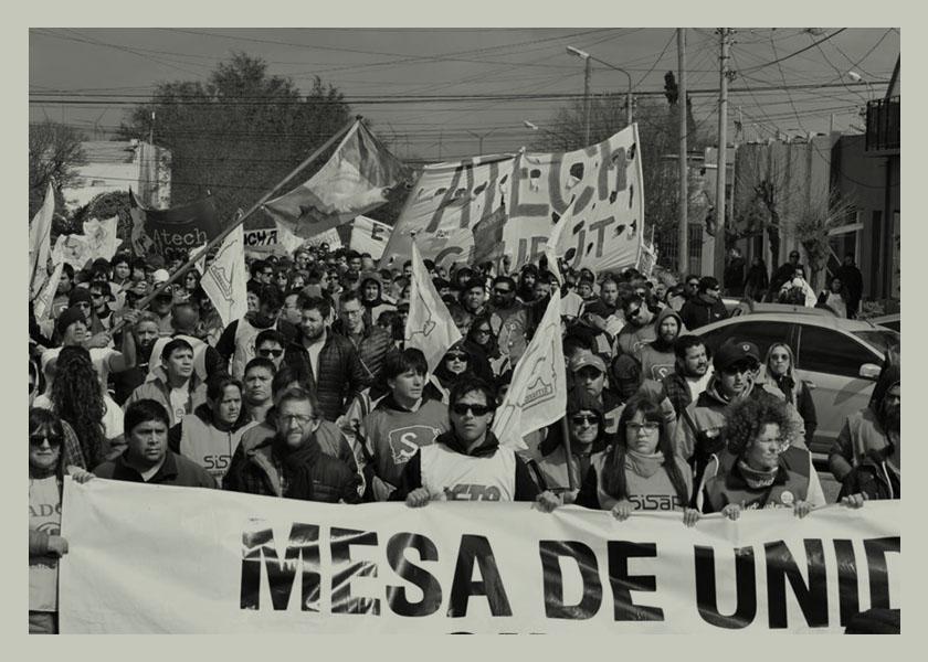 Duelo y lucha: qué reclaman los docentes de Chubut