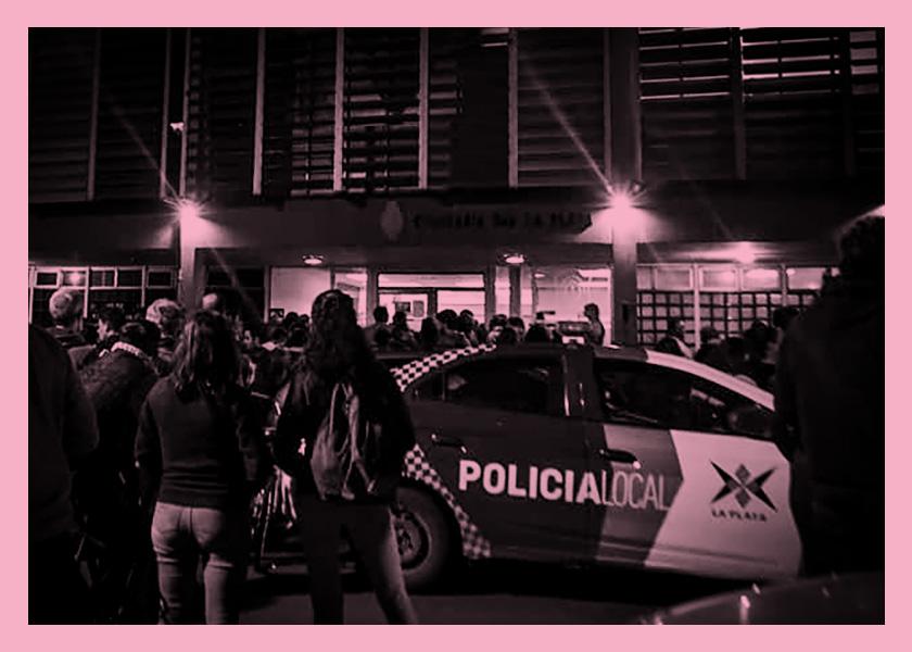 Detenida por defender a un niño de la policía