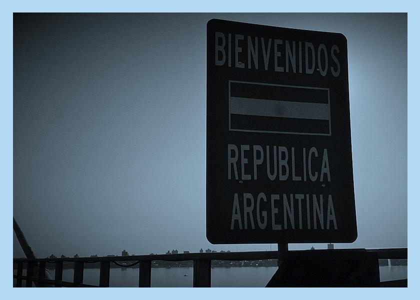 De Venezuela a Argentina, con un juguete en la mano