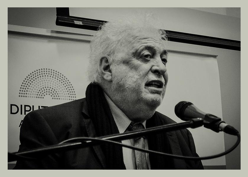 Ginés González García, el ministro que aprendió a nadar