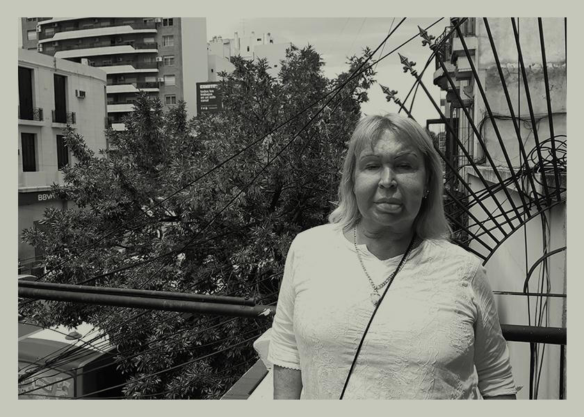 La poeta detenida 1937 veces por trans