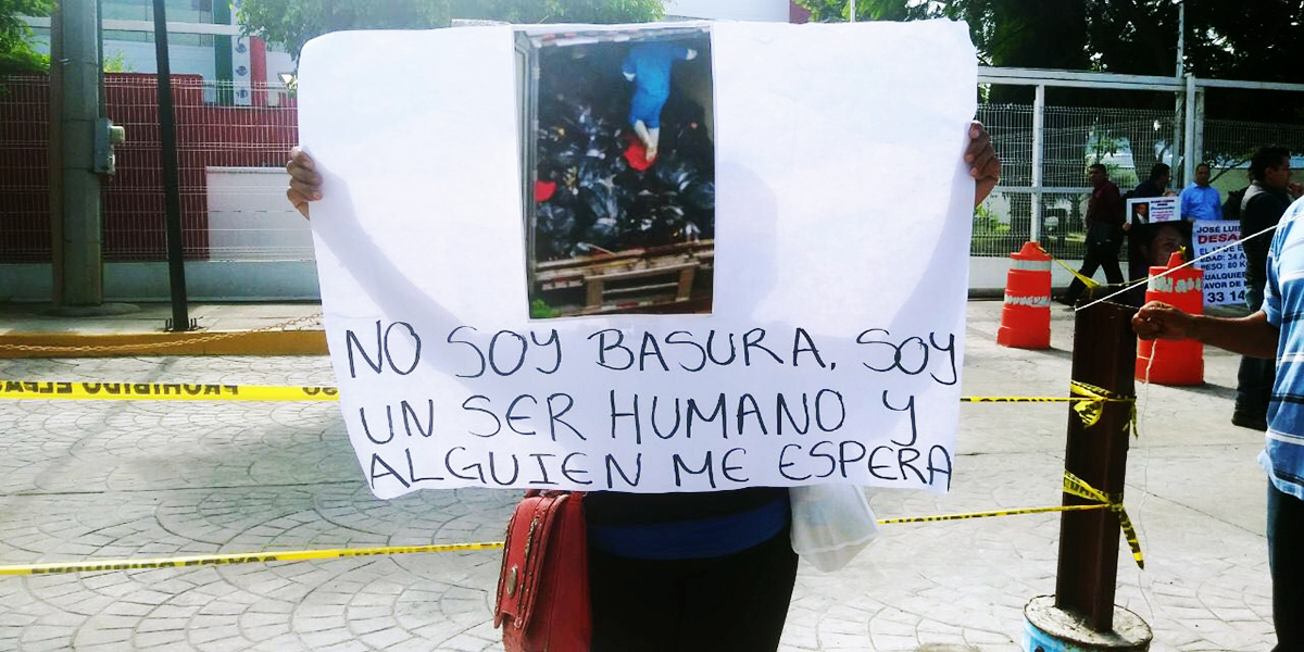 Familiares de personas desaparecidas en todo el país en protesta a las afueras del SEMEFO tras conocerse el escándalo. Imágenes del 21 de septiembre de 2018. Crédito: Dalia Souza