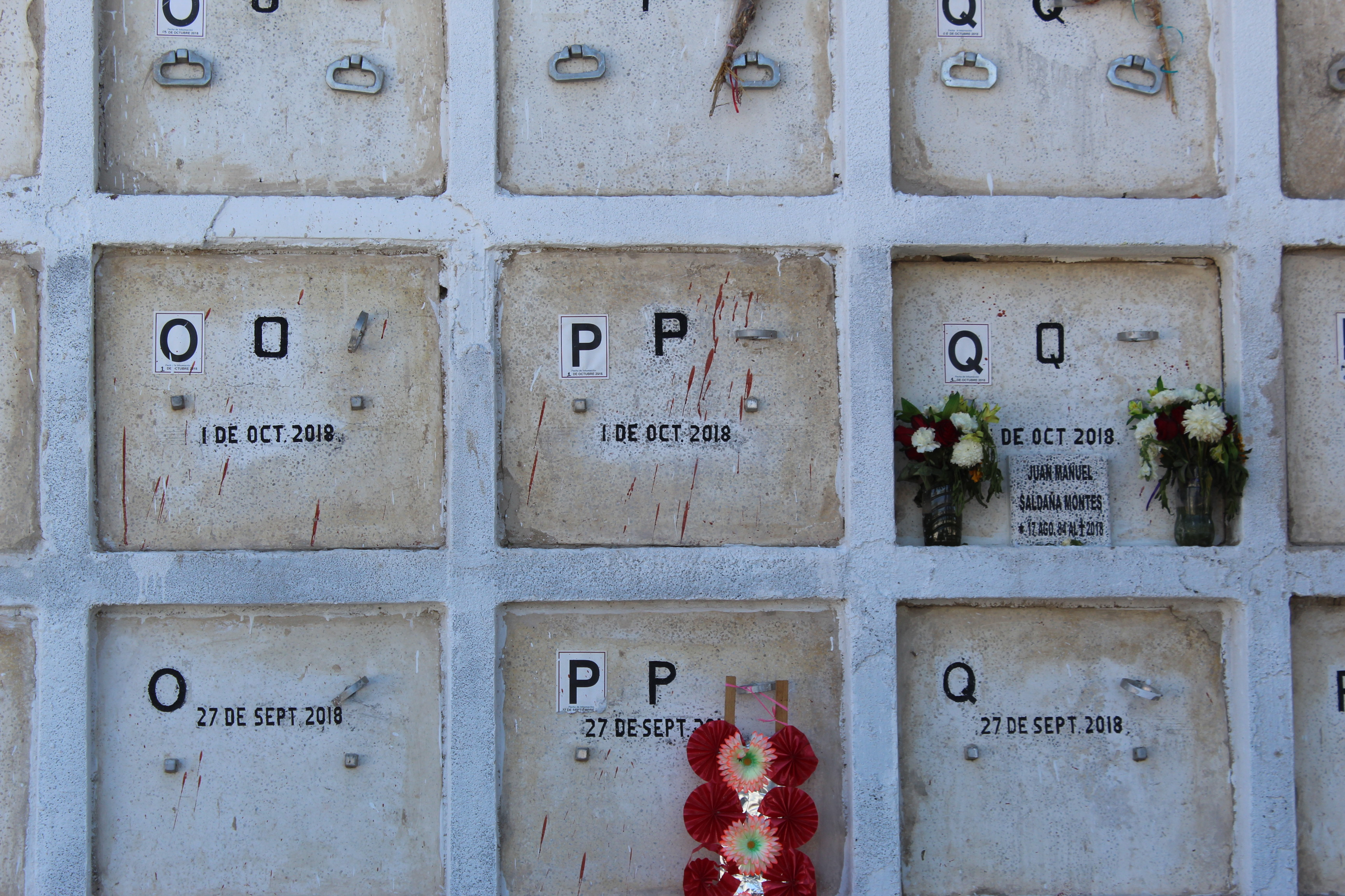 Gavetas del Panteón Guadalajara en las que fueron depositados algunos de los cuerpos de las personas hacinadas en los contenedores. Crédito: Darwin Franco.