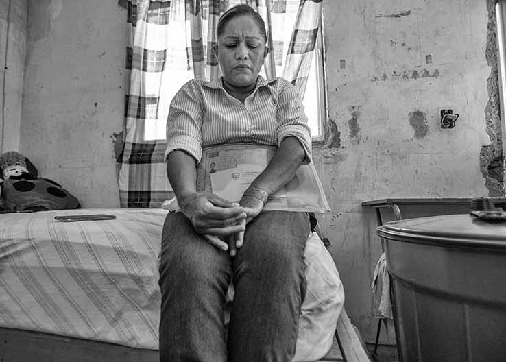 El 5 de mayo de 2011 desapareció Cosme Humberto Alarcón Balderas. Su madre, Marcela Balderas, acudió varios días a buscar el cuerpo en el Semefo de Torreón.