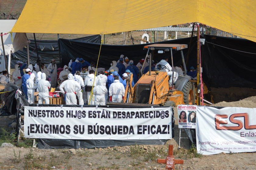 Fotoğraf 1_ 28 Mart 2014 tarihinde Morelos Savcılığı, Tetelcingo kasabasında düzensiz bir şekilde 119 cesedi gömdü.  Kredi Carlos Quintero