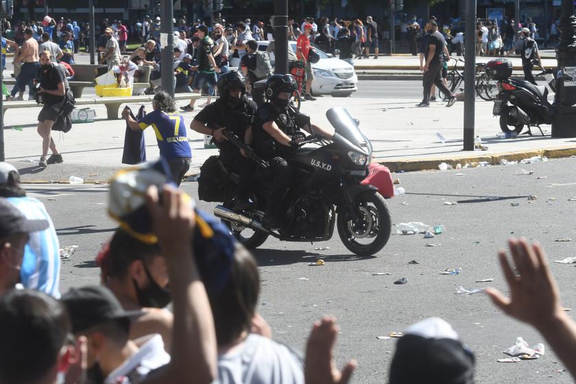 Télam 26/11/2020 Buenos Aires: Represión de la policía de la Ciudad aen inmediaciones de Av de Mayo y 9 de Julio. Foto: Raúl Ferrari/amb