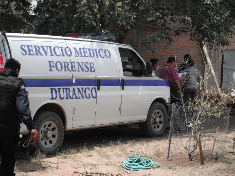 El Servicio Médico Forense de Durango se da a la labor de recoger los cuerpos encontrados en las fosas clandestinas en un predio de la colonia Las Fuentes en el año 2011. Crédito_ Fermín Soto