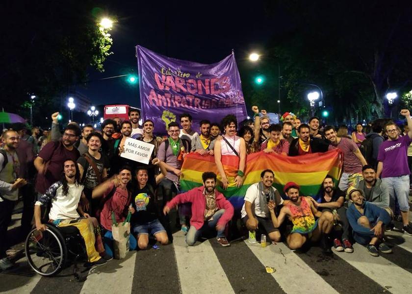 marcha del orgullo - compañeres de varios colectivos