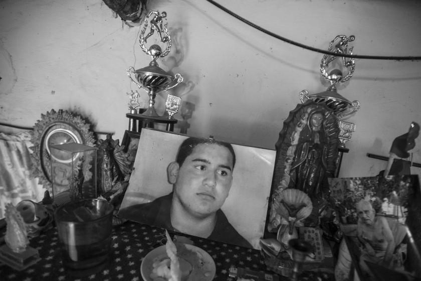 Altar en la casa de Belquis, madre de Franco Almirón