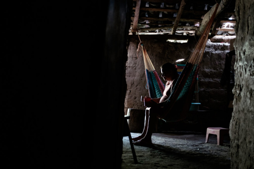 La mamá de Manuela espera que la Corte IDH reconozca que el Estado salvadoreño violó los DD.HH. de su hija. «Yo lo que espero es que no vayan a hacer con otra familia así como hicieron con mi hija. Yo vivo enferma de los nervios, no espero eso, ver a otra muchacha con las esposas en una camilla». Foto por Federico Alegría.