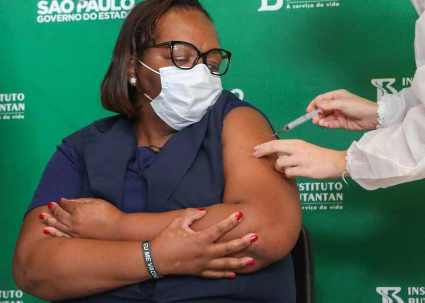 brasil-registra-duas-vezes-mais-pessoas-brancas-vacinadas-que-negras
