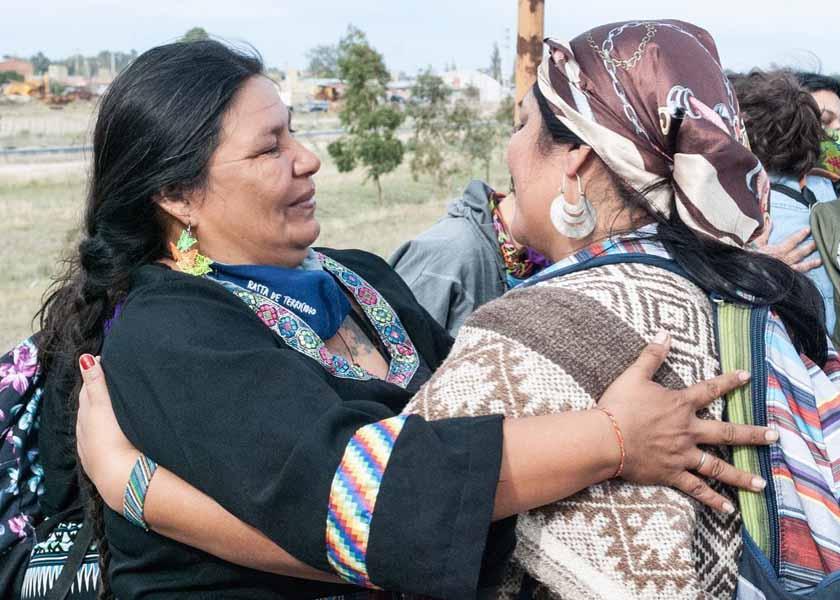 Las mujeres indígenas hacen camino al andar contra el terricidio