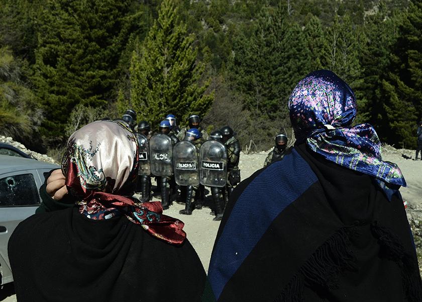 Incomunicados, sin comida ni abrigo: así están los mapuche que resisten en Río Negro